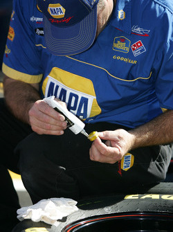 NAPA Dodge crew member prepares wheels