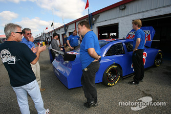 Ricky Rudd discusses with Wyler Racing crew members
