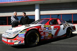 Robby Gordon Motorsports press conference: Robby Gordon and Dan Davis unveil the Robby Gordon Motorsports 2007 Ford Fusion