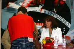 Corina Schumacher put her hand around Michael Schumacher's neck