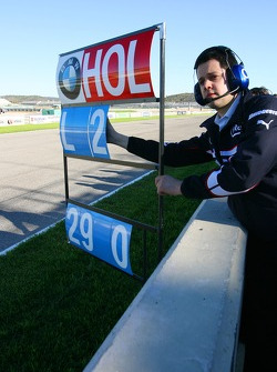 Marco Holzer pitboard as he tests the BMW Sauber F1 F1.06, as his prize for winning the 2005 Formula BMW Final