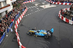 Heikki Kovalainen does a demo run in a Renault F1