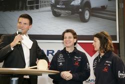 Team MAXDATA Mercedes-Benz presentation in the Unimog Museum in Gaggenau: Ellen Lohr and Antonia de Roissard with moderator Oliver Hilger