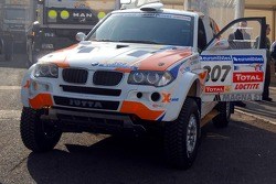 X-Raid BMW of Jutta Kleinschmidt and Tina Thorner