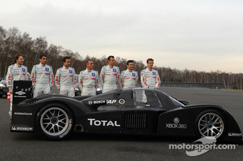 Jacques Villeneuve, Marc Gene, Pedro Lamy, Éric Hélary, Stéphane Sarrazin, Nicolas Minassian and Sébastien Bourdais pose with the Peugeot 908 HDi FAP