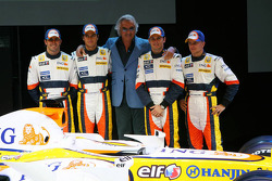 From left to right: Ricardo Zonta, Nelson A. Piquet, Flavio Briatore, Giancarlo Fisichella and Heikki Kovalainen