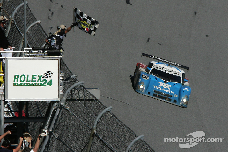 #01 TELMEX Chip Ganassi with Felix Sabates Lexus Riley: Scott Pruett, Salvador Duran, Juan Pablo Montoya takes the checkered flag