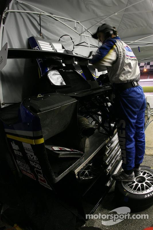 Lowe's Riley-Matthews Motorsports crew member at work