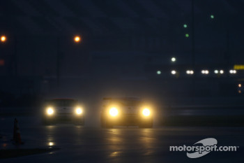 A pair of Porsche GT3 Cup in the heavy rain