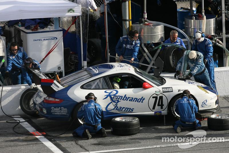 Pitstop for #74 Tafel Racing Porsche GT3 Cup: Eric Lux, Wolf Henzler, Dominik Farnbacher, Jim Tafel