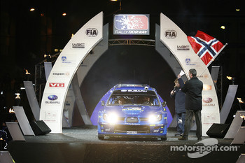 Ceremonial start for Petter Solberg and Phil Mills