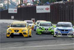 Sergio Hernandez, Proteam Motorsport, BMW 320si WTCC and Michel Jourdain, SEAT Sport, SEAT Leon