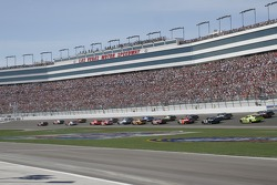Kasey Kahne leads the field to the green flag