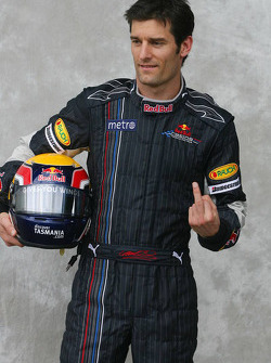 Mark Webber, Red Bull Racing, shows his appreciation to photographers