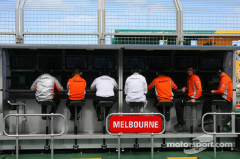 Spyker F1 Team, Pit Gantry