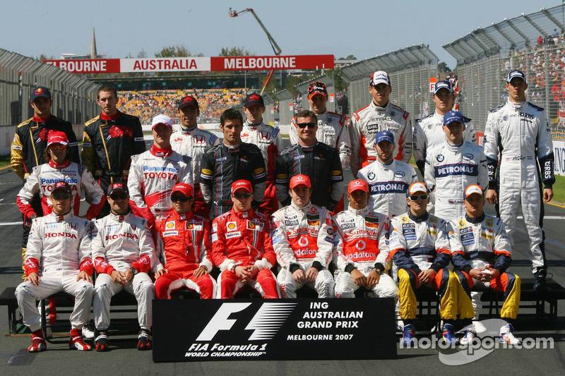 Gruppenfoto mit allen Fahrern