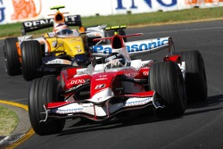 Jarno Trulli, Toyota Racing, TF107 and Heikki Kovalainen, Renault F1 Team, R27