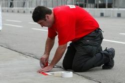 Scuderia Ecosse team member prepares pitlane