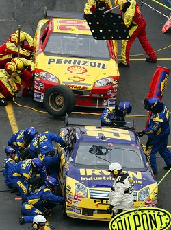 Pitstops for Jamie McMurray and Kevin Harvick