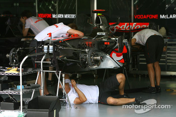 McLaren Mercedes, prepare one of the cars for the weekend