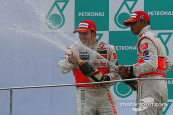 Podium: race winner Fernando Alonso with Lewis Hamilton