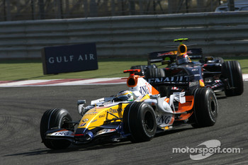 Giancarlo Fisichella, Renault F1 Team, R27, Mark Webber, Red Bull Racing, RB3