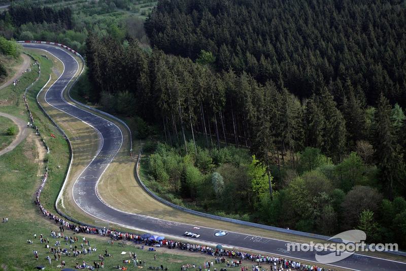 Nick Heidfeld, BMW Sauber F1 Team, befährt die Nürburgring-Nordschleife mit dem BMW Sauber F1
