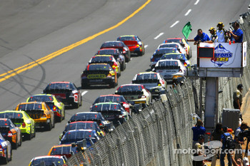 Start: Jeff Gordon and David Gilliland lead the field