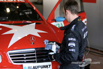 Mercedes mechanic cleans the car of Alexandros Margaritis, Persson Motorsport AMG Mercedes, AMG Mercedes C-Klasse
