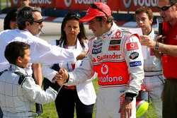 Vodafone Spain Go-Karting Challenge: Fernando Alonso, McLaren Mercedes and a young go-karters