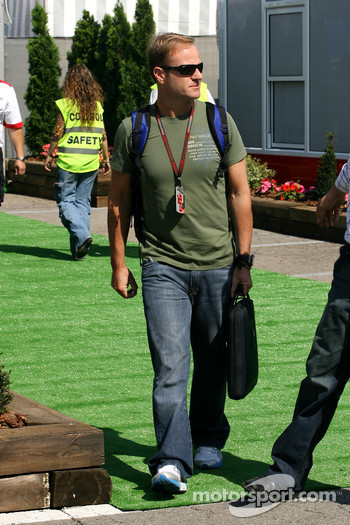Rubens Barrichello, Honda Racing F1 Team, arrives in the paddock