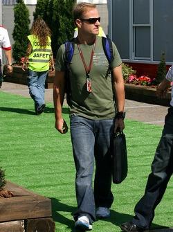 Rubens Barrichello, Honda Racing F1 Team, arrives in the paddock