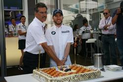 Nick Heidfeld, BMW Sauber F1 Team, celebrates his Birthday with the team