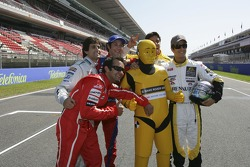 Sergio Jimenez, Antonio Pizzonia, Bruno Senna,Xandi Negrao and Lucas di Grassi with a bridgestone safety dummy