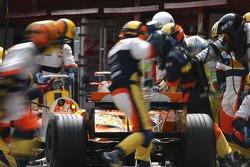 Giancarlo Fisichella, Renault F1 Team, R27 pitstop