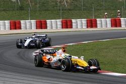 Giancarlo Fisichella, Renault F1 Team, R27 and Nico Rosberg, WilliamsF1 Team, FW29