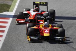 Jordan King, Racing Engineering leads Daniel De Jong, MP Motorsport