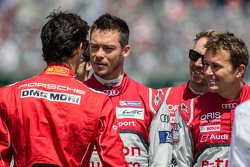 Mark Webber wishes good luck to Andre Lotterer and Marcel Fässler