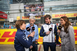Claire Williams, Williams afgevaardigd teambaas met Damon Hill, Sky Sports Presentator; Felipe Massa, Williams; en Natalie Pinkham, Sky Sports Presentator