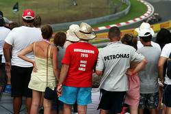 Fans watch Romain Grosjean, Lotus F1 E23