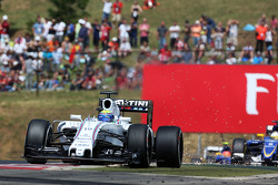 Felipe Massa, Williams FW37 sends sparks flying