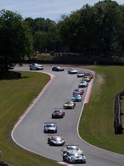 #007 Beechdean AMR Aston Martin Vantage GT3: Andrew Howard, Jonny Adam leads from the start