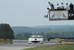 #33 Riley Motorsports SRT Viper GT3-R: Ben Keating, Jeroen Bleekemolen takes the GTD class win