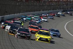 Restart: Austin Dillon, Richard Childress Racing Chevrolet and Matt Kenseth, Joe Gibbs Racing Toyota lead