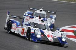 丰田车队2号丰田TS040 Hybrid赛车:亚历山大·伍尔兹、斯蒂芬·萨拉赞、麦克·康维
