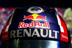 Justin Wilson sticker on helmet of Daniil Kvyat, Red Bull Racing