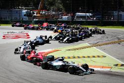 Start: Lewis Hamilton, Mercedes AMG F1 aan de leiding