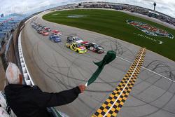 Start: Kyle Larson, JR Motorsports Chevrolet leads