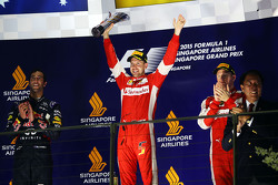 塞巴斯蒂安•维特尔(法拉利)领奖台庆祝夺冠
