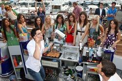 Formula Unas girls: Paola Ramirez, Adriana Arevalo, Mina Zakipour, Katja Semenova, Estefania Bejarano, Tahnee Frijters, Heloise Bien Rebecca Blomgren and Daniel Gracia
